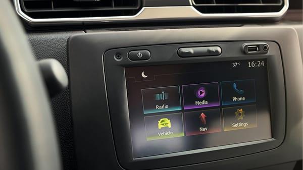 Renault All New Duster, Conecta tus sentidos Con una gran pantalla táctil, Media Nav 3.0 te brinda fácil acceso a una gama de funcionalidades prácticas. Compatible con Apple CarPlay* y Android Auto* podrás acceder a navegación con llamadas telefónicas Bluetooth, radio, música y puertos USB etc.  *Según versión.