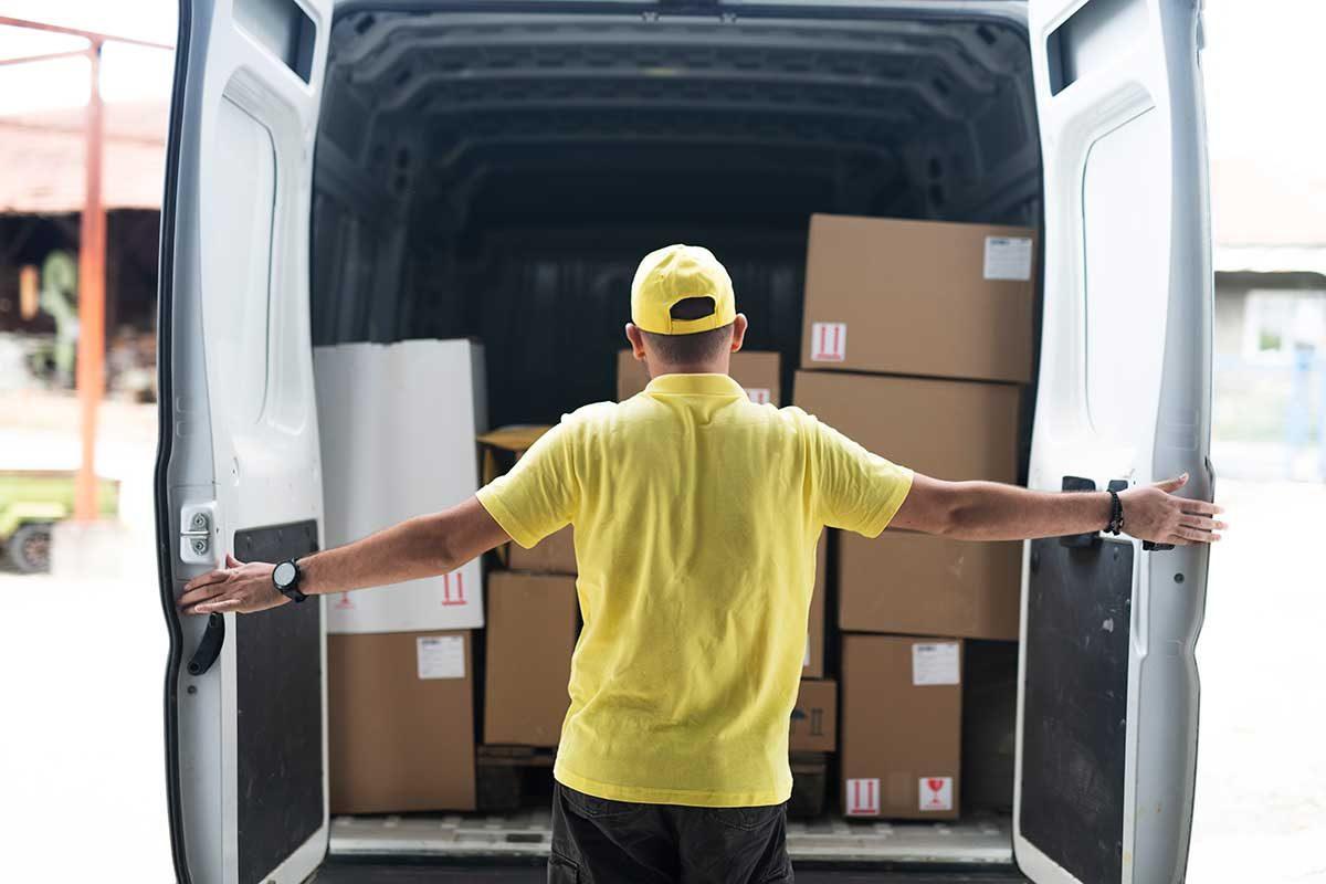 Vehículos utilitarios: cómo elegir un furgón para tu negocio
